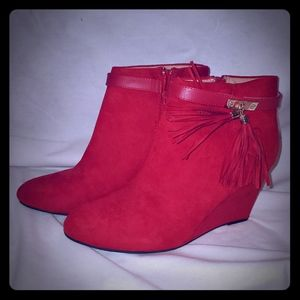 Candies red wedge with tassels